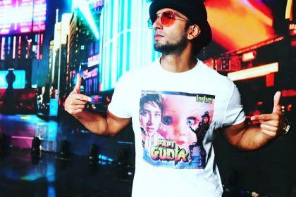 Ranveer-Wearing-Papi-Gudiya-T-shirt.jpg